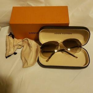Louis vuitton authentic  sunglass